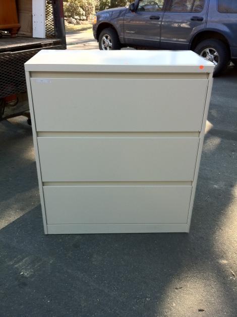 Filing cabinet 36l x 18d x 41h $90