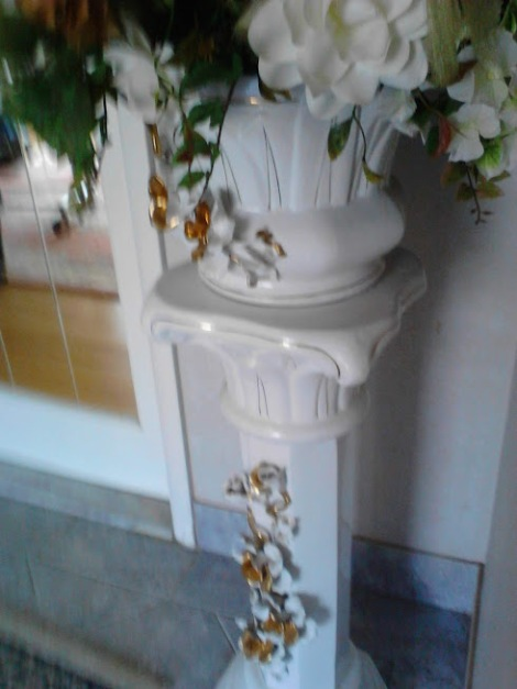 capodimonte vintage porcelain plant stand and flower pot $225